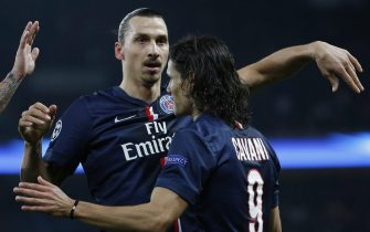 epa04503844 Edinson Cavani (R) of Paris Saint Germain is congratulated by team-mate Zlatan Ibrahimovic (L) after scoring the 1-0 lead during the UEFA Champions League Groupe F soccer match between Paris Saint Germain and Ajax Amsterdam at the Parc des Princes Stadium, in Paris, France, 25 November 2014.  EPA/YOAN VALAT