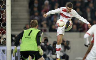 Stuttgart's forward Martin Harnik (R) kicks the ball towards Munich's goalkeeper Manuel Neuer during the German first division Bundesliga football match between VfB Stuttgart and Bayern Munich in Stuttgart, southwestern Germany, on January 27, 2013.     AFP PHOTO / THOMAS KIENZLE