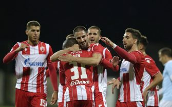 epa08453200 Red Star's Milos Degenek (C) celebrates with teammates  after scoring a goal during the Serbian SuperLiga soccer match between Rad and Red Star in Belgrade, Serbia, 29 May 2020. The Serbian SuperLiga resumes without spectators after a suspension because of the coronavirus pandemic.  EPA/ANDREJ CUKIC