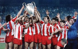 Red star Belgrade players celebrate after winning the European Champions Cup final football match between Olympique de Marseille and Belgrade, on May 29, 1991 in Bari. AFP PHOTO JACQUES DEMARTHON / PATRICK HERTZOG        (Photo credit should read JACQUES DEMARTHON,PATRICK HERTZOG/AFP via Getty Images)