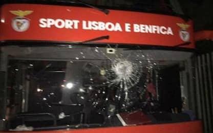Assalto al bus del Benfica: due giocatori feriti