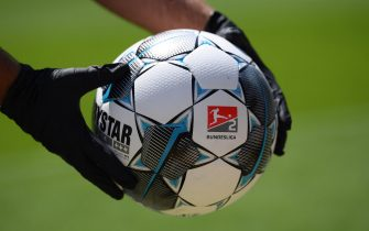 epa08425331 A ball boy wearing protective gloves holds an official Derbystar match ball prior to the Second Bundesliga match between Karlsruher SC and SV Darmstadt 98 at Wildparkstadion in Karlsruhe, Germany, 16 May 2020. The Bundesliga and Second Bundesliga are the first professional leagues to resume the season after the nationwide lockdown due to the ongoing Coronavirus (COVID-19) pandemic. All matches until the end of the season will be played behind closed doors.  EPA/MATTHIAS HANGST / GETTY IMAGES EUROPE POOL DFL regulations prohibit any use of photographs as image sequences and/or quasi-video.