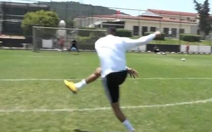Boateng, che gol! Stop tacco e tiro al volo. VIDEO
