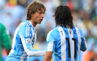 JOHANNESBURG, SOUTH AFRICA - JUNE 12:  Gabriel Heinze of Argentina celebrates with team mate Carlos Tevez after scoring the opening goal during the 2010 FIFA World Cup South Africa Group B match between Argentina and Nigeria at Ellis Park Stadium on June 12, 2010 in Johannesburg, South Africa.  (Photo by Chris McGrath/Getty Images)