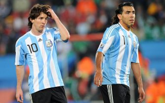 epa04779698 (FILE) A file picture dated 12 June 2010 of Argentinian players Lionel Messi (L) and Carlos Tevez (R) during the 2010 FIFA World Cup group B match between Argentina and Nigeria at Ellis Park stadium in Johannesburg, South Africa. Tevez' club Juventus FC will face Messi's FC Barcelona in the 2015 UEFA Champions League final at Olympic Stadium in Berlin, Germany on 06 June 2015.  EPA/ACHIM SCHEIDEMANN