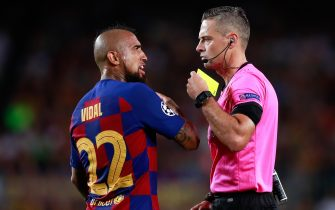 BARCELONA, SPAIN - OCTOBER 02: The referee shows a yellow card to Arturo Vidal of FC Barcelona during the UEFA Champions League group F match between FC Barcelona and Inter at Camp Nou on October 02, 2019 in Barcelona, Spain. (Photo by Eric Alonso/MB Media/Getty Images)