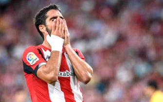 epa07776724 Athletic Bilbao's Raul Garcia reacts during a Spanish LaLiga soccer match between Athletic Bilbao and FC Barcelona at the San Mames stadium in Bilbao, Spain, 16 August 2019.  EPA/JAVIER ZORILLA