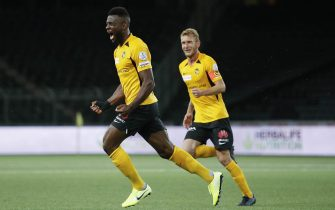 epa08496617 YB's Jean-Pierre Nsame celebrates next to teammate Fabian Lustenberger after scoring the 3-2 during the first Super League soccer match after the Coronavirus lockdown, between BSC Young Boys and FC Zuerich at the Stade de Suisse in Berne, Switzerland, 19 June 2020. To prevent a second wave of Covid-19 infections, the match takes place without spectators.  EPA/PETER KLAUNZER