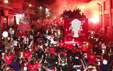 olympiacos_campione_grecia_festa_tifosi_3_twitter