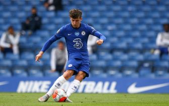 LONDON, ENGLAND - JULY 26:  Mason Mount of Chelsea scores the opening goal from a free-kick during the Premier League match between Chelsea FC and Wolverhampton Wanderers at Stamford Bridge on July 26, 2020 in London, United Kingdom. (Photo by Craig Mercer/MB Media/Getty Images)
