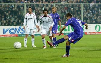©Paolo Nucci - LaPresse16-12-2006  FirenzeSport CalcioFiorentina MilanCampionato TIM Serie A 2006 2007Nella foto: rigore di Mutu