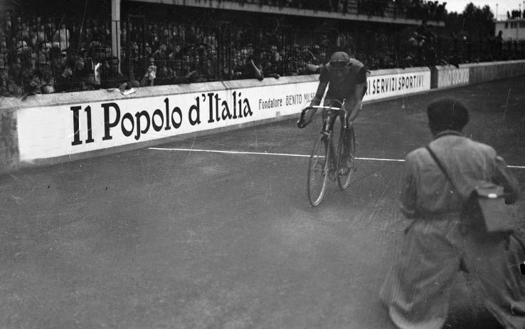 Giro d'Italia 140, l'arrivo a Modena di Fausto Coppi