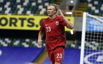epa08653168 Norway's Erling Haaland celebrates after scoring during the UEFA Nations League B group 1 soccer match between Northern Ireland and Norway in Windsor Park, Belfast, Northern Ireland,  Britain, 07 September 2020.  EPA/AIDAN CRAWLEY