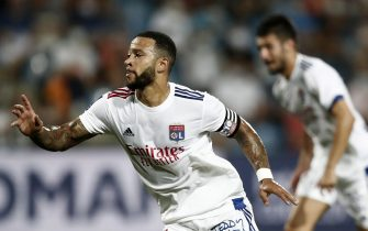 epa08671649 Olympique Lyon's Memphis Depay celebrates a goal during the soccer Ligue 1 match between Montpellier HSC and Olympique Lyon at La Mosson stadium, Montpellier, France, 15 September 2020.  EPA/Guillaume Horcajuelo