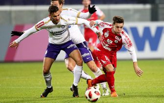 VIENNA, AUSTRIA - NOVEMBER 23: Marko Pejic of Young Violets fights for the ball with Christian Lichtenberger of Steyr during the 2. Liga match between Young Violets Austria Wien and SK Vorwaerts Steyr at Generali Arena on November 23, 2018 in Vienna, Austria. (Photo by Thomas Pichler/SEPA.Media /Getty Images)