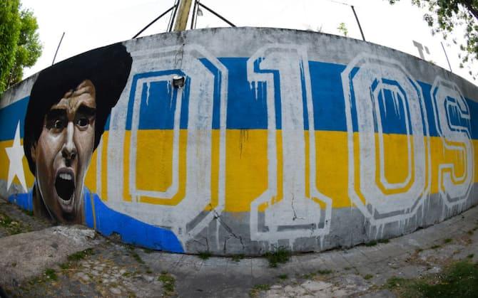Maradona: murales, graffiti e vignette in ricordo di Diego | Sky Sport