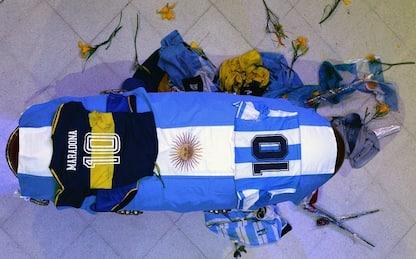 Maradona, immagini in diretta dalla camera ardente