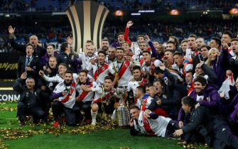 epa07220609 River Plates players celebrate after winning the Libertadores Cup´s final second leg game at the Santiago Bernabeu Stadium in Madrid, Spain, 09 December 2018. River Plate won 5-3 on aggregate.  EPA/JUANJO MARTIN