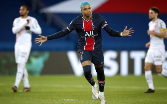 epa08888841 Paris Saint Germain's Kylian Mbappe reacts after scoring the 1-0 goal during the French Ligue 1 soccer match between PSG and Lorient at the Parc des Princes stadium in Paris, France, 16 December 2020.  EPA/YOAN VALAT