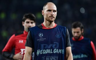 Lokomotiv Moscow's German defender Benedikt Hoewedes warms up prior to the UEFA Champions League Group D football match Juventus vs Lokomotiv Moscow on October 22, 2019 at the Juventus stadium in Turin. (Photo by Marco Bertorello / AFP) (Photo by MARCO BERTORELLO/AFP via Getty Images)