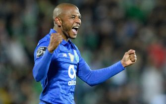 epa07530951 FC Porto's Yacine Brahimi celebrates after scoring a goal against Rio Ave during their Portuguese First League soccer match between FC Porto and Rio Ave FC held at Rio Ave Futebol Clube (Arcos) Stadium, in  Vila do Conde, Portugal, 26 April 2019.  EPA/FERNANDO VELUDO