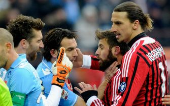 MILAN, ITALY - FEBRUARY 05:   Zlatan Ibrahimovic (R) of AC Milan and team-mate Antonio Nocerino (2nd R) argue with Morgan De Sanctis (L) and Salvatore Aronica of SSC Napoli before Zlatan Ibrahimovic is shown the red card during the Serie A match between AC Milan and SSC Napoli at Stadio Giuseppe Meazza on February 5, 2012 in Milan, Italy.  (Photo by Claudio Villa/Getty Images)