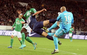 PARIS, FRANCE - NOVEMBER 03:  Zlatan Ibrahimomovic of Paris Saint-Germain FC challenges for the ball, which resulted in a red card during the French Ligue 1 between Paris Saint-Germain FC and AS Saint-Etienne, at Parc des Princes on November 03, 2012 in Paris, France.  (Photo by Xavier Laine/Getty Images)
