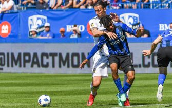 MONTREAL, QC - MAY 21: Los Angeles Galaxy forward Zlatan Ibrahimovic (9) holds Montreal Impact midfielder Raheem Edwards (14) while looking at the ball during the LA Galaxy versus the Montreal Impact game on May 21, 2018, at Stade Saputo in Montreal, QC (Photo by David Kirouac/Icon Sportswire via Getty Images)