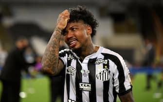 epa08976467 Marinho de Santos reacts, after losing the final of the Copa Libertadores against Palmeiras, at the Maracana stadium in Rio de Janeiro, Brazil 30 January 2021.  EPA/Mauro Pimentel / POOL