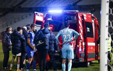 nanu_porto_belenenses_infortunio_ambulanza_ansa