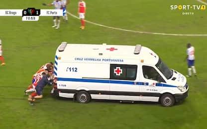 Braga, Carmo ko: i giocatori spingono l'ambulanza