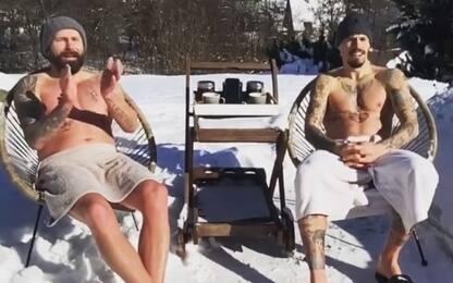 Hamsik a petto nudo sulla neve: a -10 gradi! VIDEO
