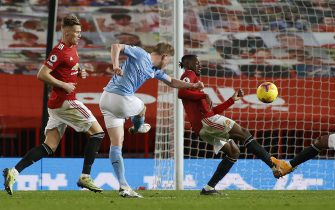 Manchester City's Kevin De Bruyne has a shot on goal during the Premier League match at Old Trafford, Manchester.