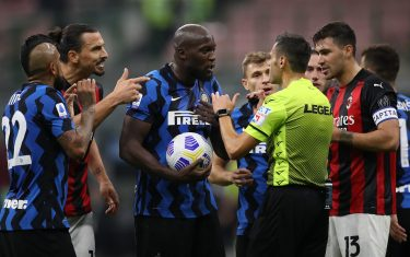 Arturo Vidal, Romelu Lukaku and Nicolo Barella of Internazionale protest to referee Maurizio Mariani following a consultation with the VAR and subsequent decision to disallow the previously awarded penalty as Alessio Romagnoli and Zlatan Ibrahimovic of AC Milan also makes their feelings heard during the Serie A match at Giuseppe Meazza, Milan. Picture date: 17th October 2020. Picture credit should read: Jonathan Moscrop/Sportimage via PA Images