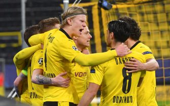 09 March 2021, North Rhine-Westphalia, Dortmund: Football: Champions League, Borussia Dortmund - FC Sevilla, knockout round, round of 16, second leg at Signal Iduna Park. Dortmund's Erling Haaland celebrates with teammates after scoring the goal to make it 1:0. IMPORTANT NOTE: In accordance with the regulations of the DFL Deutsche Fußball Liga and the DFB Deutscher Fußball-Bund, it is prohibited to use or have used photographs taken in the stadium and/or of the match in the form of sequence pictures and/or video-like photo series. Photo: Bernd Thissen/dpa-Pool/dpa
