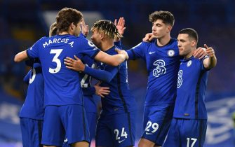 epa09062680 Chelsea players celebrate their 2-0 lead during the English Premier League soccer match between Chelsea FC and Everton FC in London, Britain, 08 March 2021.  EPA/Mike Hewitt / POOL EDITORIAL USE ONLY. No use with unauthorized audio, video, data, fixture lists, club/league logos or 'live' services. Online in-match use limited to 120 images, no video emulation. No use in betting, games or single club/league/player publications.