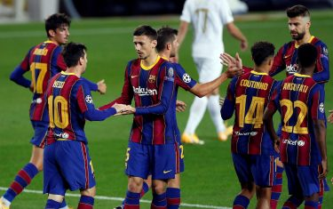 epa08760207 FC Barcelona's striker Lionel Messi (L) celebrates with teammates after scoring the 1-0 leading goal from the penalty spot during the UEFA Champions League Group G soccer match between FC Barcelona and Ferencvaros held at Camp Nou stadium, in Barcelona, Spain, 20 October 2020.  EPA/Alberto Estevez