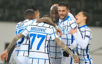 (201202) -- MOENCHENGLADBACH, Dec. 2, 2020 (Xinhua) -- Romelu Lukaku (3rd R) of FC Inter celebrates scoring with his teammates during the UEFA Champions League Group B football match between Borussia Moenchangladbach and FC Inter in Moenchangladbach, Germany, Dec. 1, 2020. (Xinhua) - Xinhua -//CHINENOUVELLE_1.0085/2012020904/Credit:CHINE NOUVELLE/SIPA/2012020906