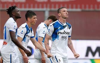 Robin Gosens (Atalanta) celebrates after scoring the 3-0 goal