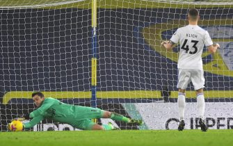 epa08878113 Lukasz Fabianski of West Ham United saves a penalty from  Mateusz Klich of Leeds (R) during the English Premier League soccer match between Leeds United and West Ham United in Leeds, Britain, 11 December 2020.  EPA/Gareth Copley / POOL EDITORIAL USE ONLY. No use with unauthorized audio, video, data, fixture lists, club/league logos or 'live' services. Online in-match use limited to 120 images, no video emulation. No use in betting, games or single club/league/player publications.