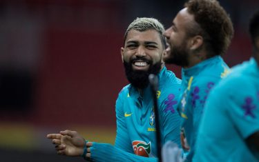 epa09246485 A handout photo made available by the Brazilian Football Confederation (CBF) shows players Gabriel Barbosa (L) and Neymar Jr (R) as they converser during a traiing session for the Brazilian national soccer team at the Beira-Rio stadium, in Porto Alegre, Brazil, 03 June 2021. The Brazilian team faces Ecuador on Friday for the South American qualifiers for the Qatar 2022 World Cup.  EPA/Lucas Figueiredo / HANDOUT  HANDOUT EDITORIAL USE ONLY/NO SALES