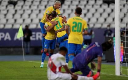 Brasile show: 4-0 al Perù. Colombia-Venezuela 0-0
