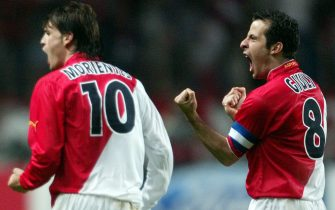 epa00167672 AS Monaco's captain Ludovic Giuly (R) and Spanish forward Fernando Morientes celebrate after Morientes scored the second goal against Real Madrid during the quarter-final Champions League match at Louis II stadium in Monaco Tuesday 06 April 2004.  EPA/OLIVIER HOSLET
