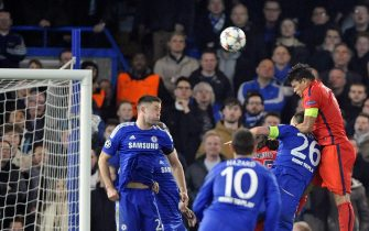 epa04658404 PSG's Thiago Silva (R) scores their second goal against Chelsea during the UEFA Champions League Round of 16 second leg soccer match between Chelsea and Paris Saint-Germain at Stamford Bridge, London, Britain, 11 March 2015.  EPA/GERRY PENNY