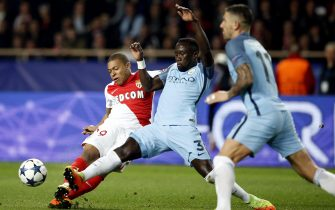epa05850824 AS Monaco's Kylian Mbappe (L) vies for the ball with Manchester City's Bacary Sagna (C)  during the UEFA Champions League Round of 16, second leg soccer match between AS Monaco and Manchester City, at Stade Louis II, in Monaco, 15 March 2017.  EPA/GUILLAUME HORCAJUELO