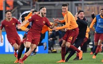 Roma's Kostas Manolas (C) jubilates with his teammates after scoring the goal during the UEFA Champions League quarter final second leg match AS Roma vs FC Barcelona at Olimpico stadium in Rome, Italy, 10 April 2018.ANSA/ETTORE FERRARI