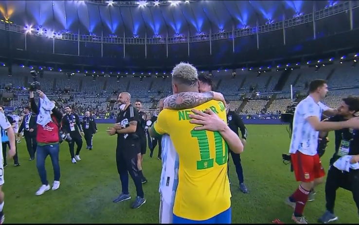Abbraccio Messi-Neymar