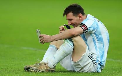Messi videochiama i figli per mostrare la medeglia