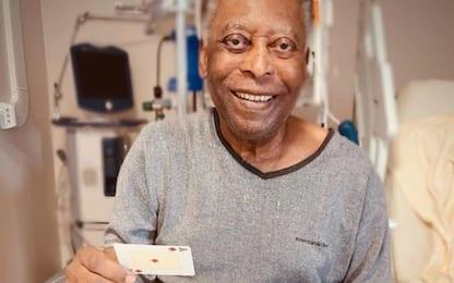 "Pelé migliora e gioca a carte: ""Passi avanti"""