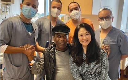 """Pelé lascia l'ospedale dopo un mese: """"Sono felice"""""""